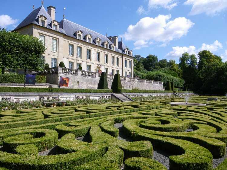 Déménagement autour du château d'Auvers-sur--Oise
