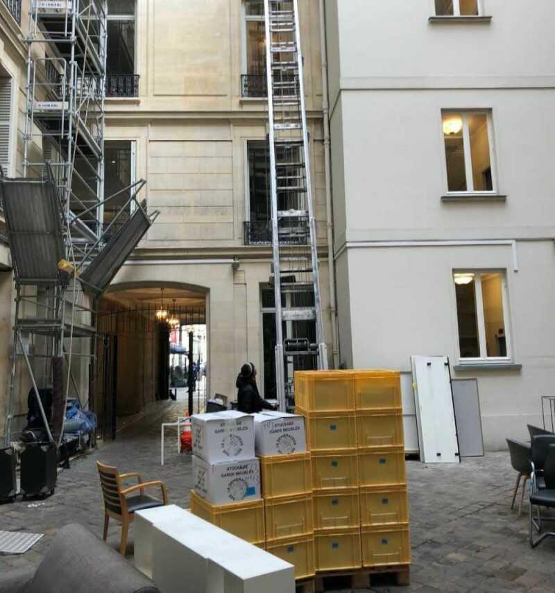 déménagement à l'étage facilité avec un monte-meuble région parisienne