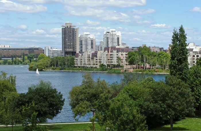 Le lac de Créteil et l'Hôtel de ville